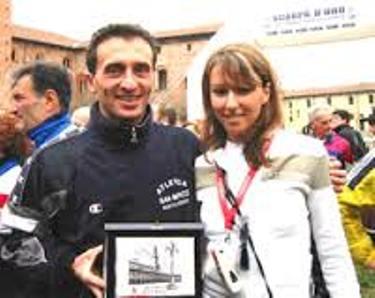 Manuela premia il vincitore