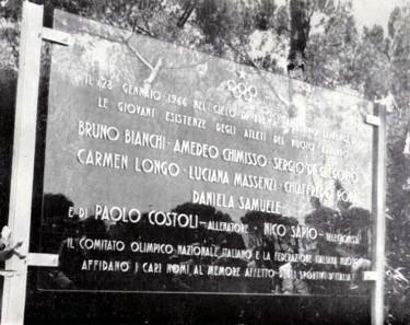 La stele in omaggio ai Caduti