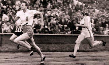 La velocista sui 100m inaugura il medagliere personale (©Bettmann/Corbis)