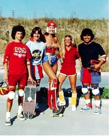 "Ellen con il cast di Wonder Woman ""Skateboard Whiz"""