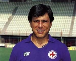 Passerella con la maglia viola della Fiorentina