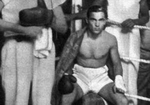 Uno dei primi combattimenti da professionista  (© marcelcerdan.com)