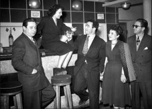 Édith Piaf e Marcel Cerdan brindano.