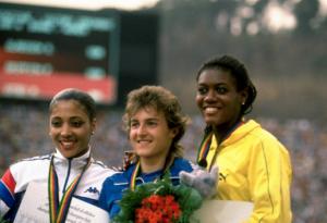 Silke Gladisch (al centro) Merlene Ottey (destra) e Florence Griffith