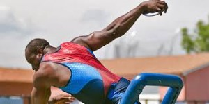 Il lancio di Dennis Ogbe (@dennisogbe.com)
